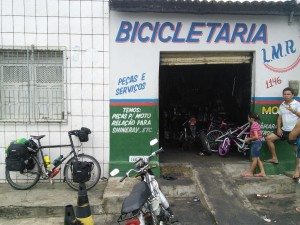 Bike shop I passed by this morning - sods law that I'd then have a mechanical problem in the middle of nowhere today!