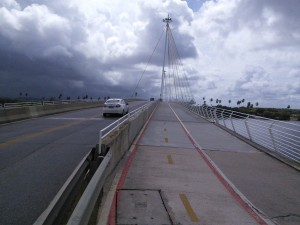 This is how new bridges should be designed: space for driving & cycling & walking