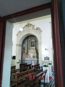 Inside the igreja